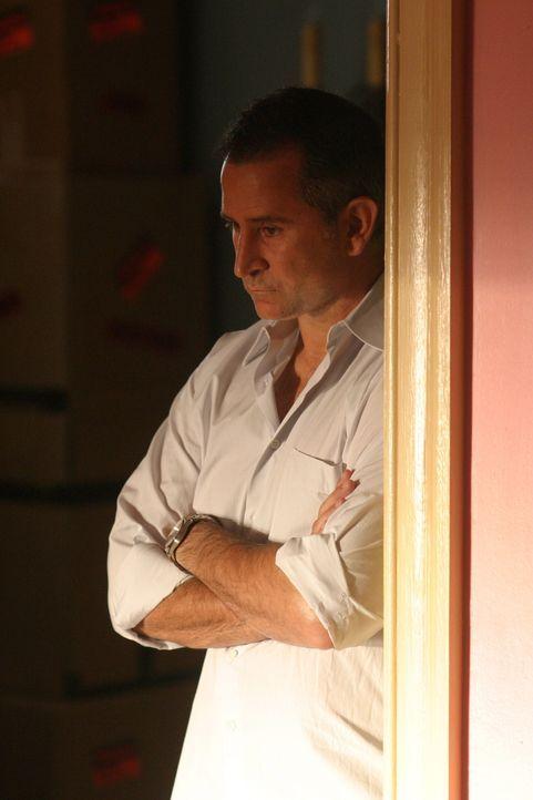 Ist seine Ehe wirklich am Ende? Jack Malone (Anthony LaPaglia) fällt es sehr schwer, sich von seiner Familie zu verabschieden ... - Bildquelle: Warner Bros. Entertainment Inc.