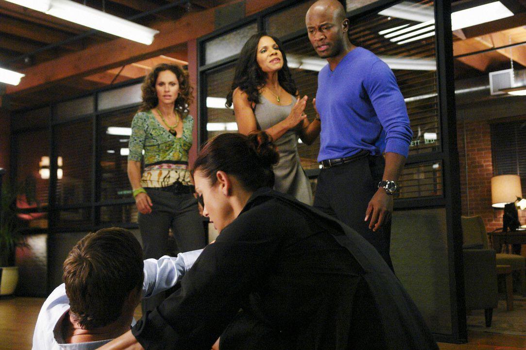 Während Violet (Amy Brenneman, l.) einen Pädophilen behandeln soll, sorgt Archer (Grant Show, vorne l.) für Unruhe bei Addison (Kate Walsh, vorne r.... - Bildquelle: ABC Studios