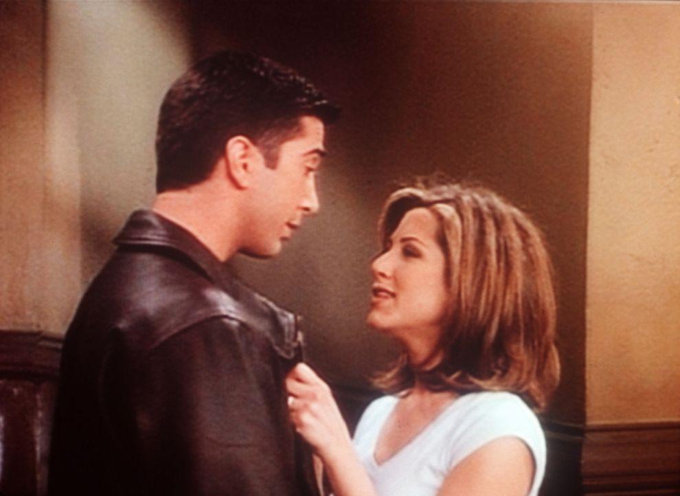Endlich sind sich Ross (David Schwimmer, l.) und Rachel (Jennifer Aniston, r.) näher gekommen. - Bildquelle: TM+  2000 WARNER BROS.