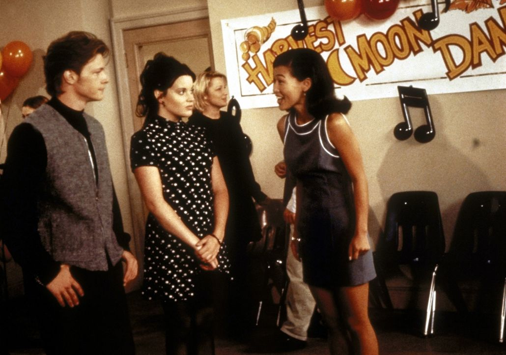 Als sich herausstellt, dass Harvey (Nate Richert, l.) nicht tanzen kann, ist Libby (Jenna Leigh Green, r.) stocksauer. - Bildquelle: Paramount