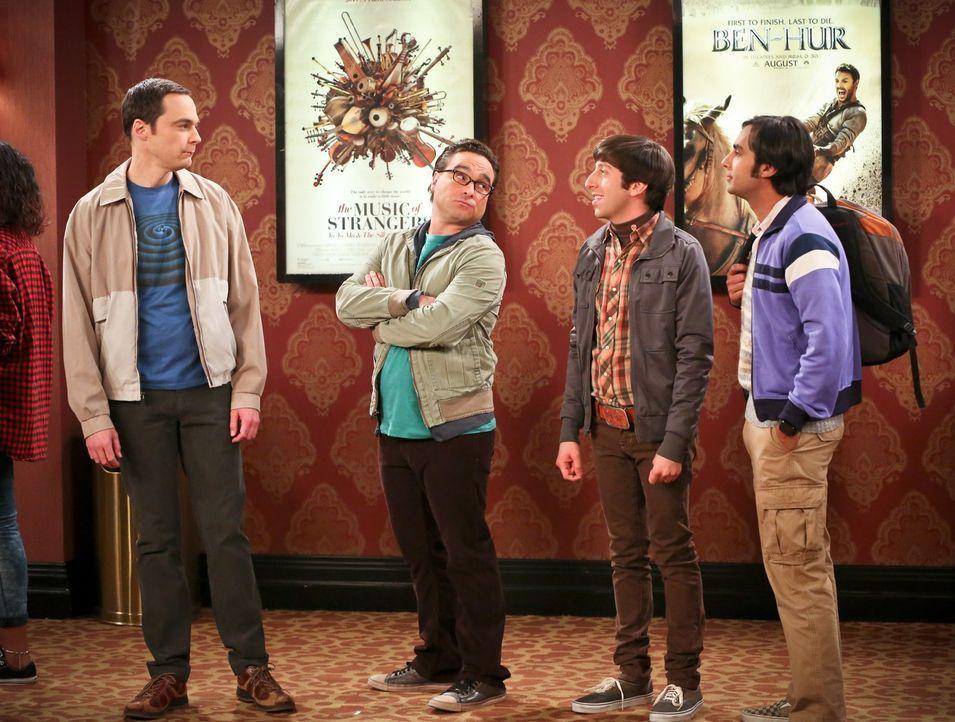 Während Sheldon (Jim Parsons, l.), Leonard (Johnny Galecki, 2.v.l.), Howard (Simon Helberg, 2.v.r.) und Raj (Kunal Nayyar, r.) darauf warten, einen... - Bildquelle: 2016 Warner Brothers