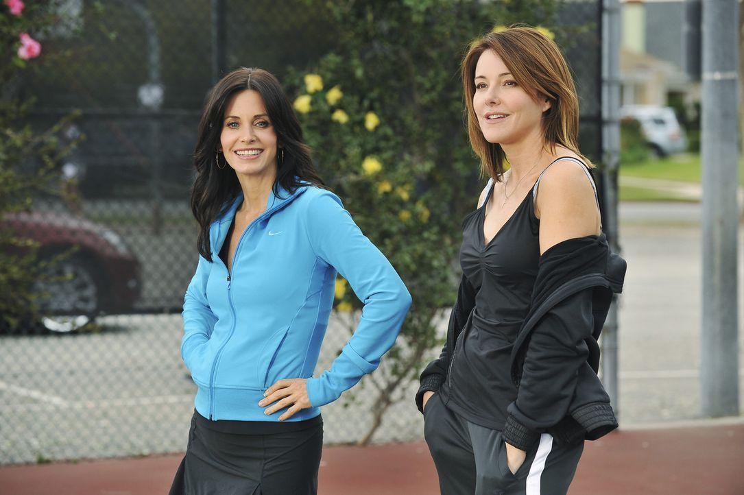 Geraten in Konkurrenzkampf: Ellie (Christa Miller, l.) und Jules (Courteney Cox, r.) ... - Bildquelle: 2009 ABC INC.