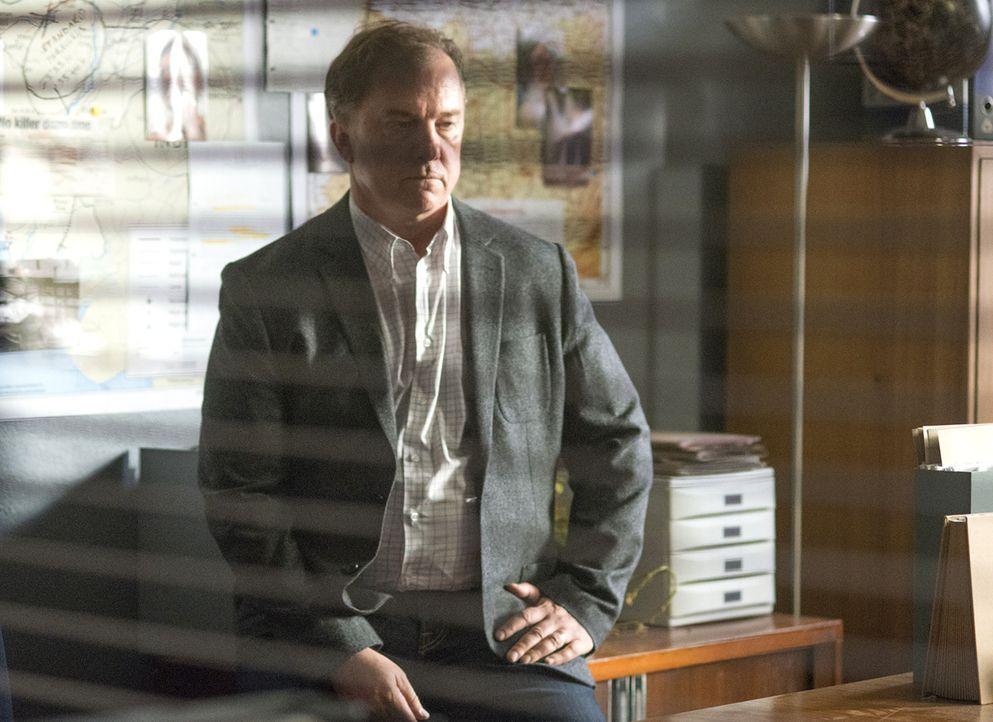 Gemeinsam mit Carrie versucht Redmond (Michael O'Keefe) herauszufinden, ob Boyd wirklich der Maulwurf ist, während der Austausch, Saul gegen fünf To... - Bildquelle: 2014 Twentieth Century Fox Film Corporation