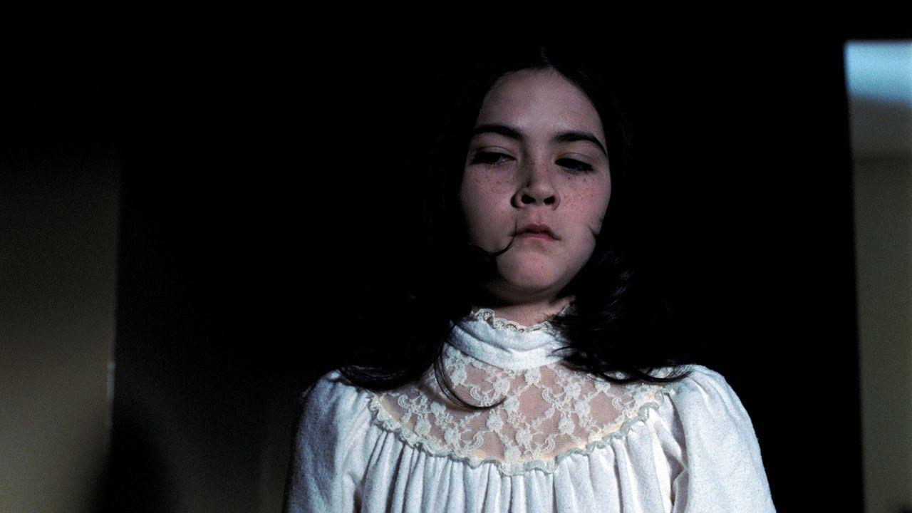 Kaum zieht Esther (Isabelle Fuhrman) bei den Colemans ein, da beginnt eine Serie alarmierender Ereignisse. Kate ist schon bald davon überzeugt, dass... - Bildquelle: Kinowelt
