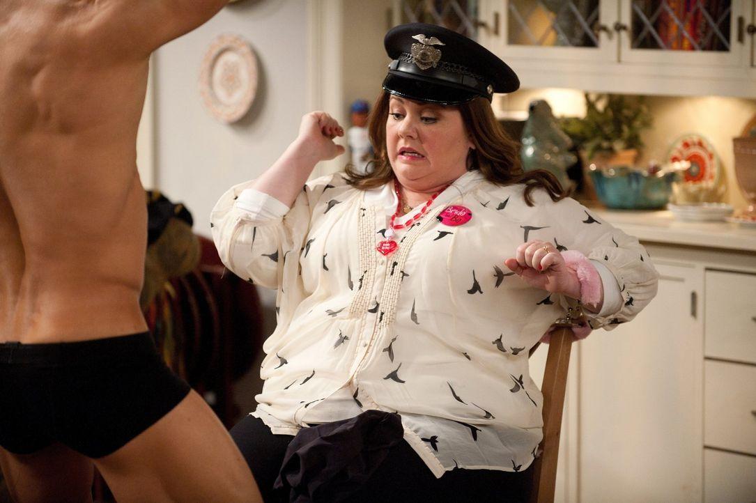 Genießt ihren Junggesellinnenabschied: Molly (Melissa McCarthy) ... - Bildquelle: Warner Brothers