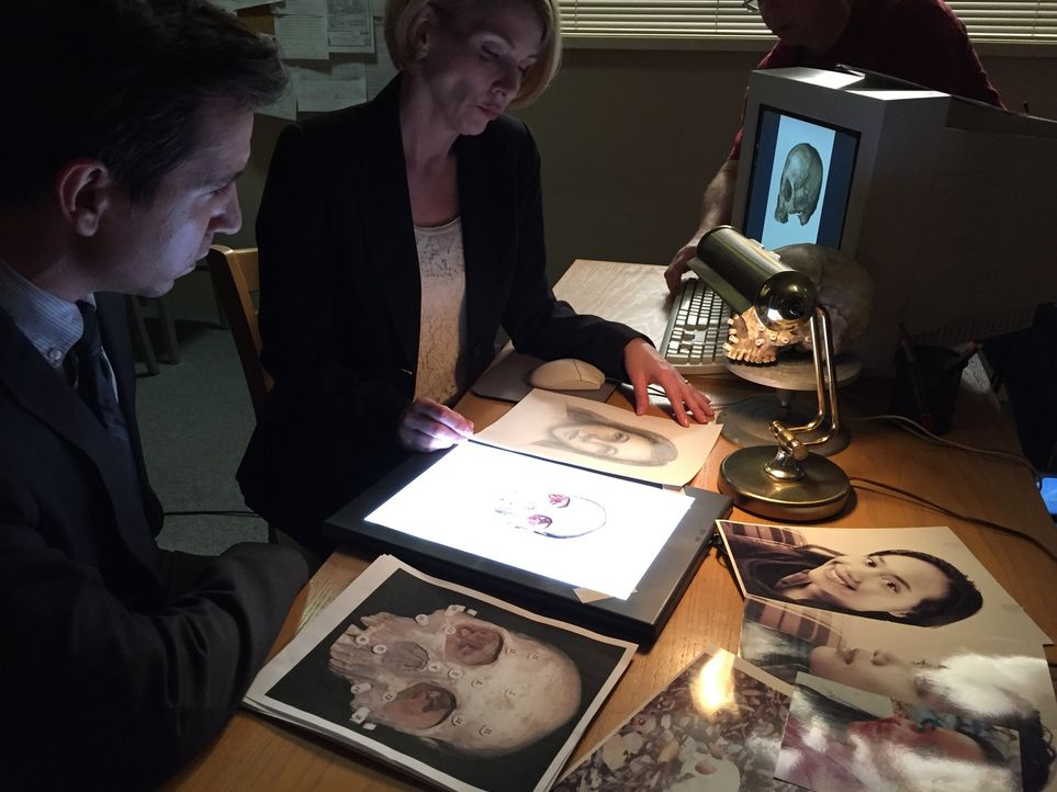 16 Jahre nach dem Verschwinden der 20-jährigen Vieng Phovixay nehmen die Ermittler Gary Rothwell (l.) und Clay Bryant (r.) den Fall neu auf und verg... - Bildquelle: LMNO Cable Group