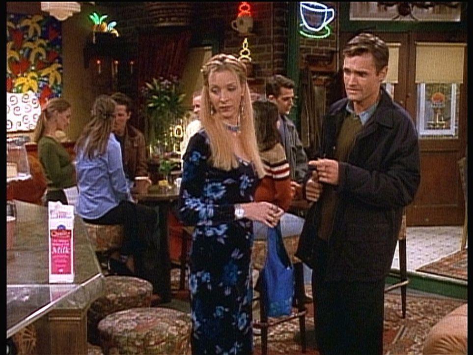 Phoebes (Lisa Kudrow, vorne l.) neue Bekanntschaft Larry (Gregory Sporleder, r.) ist zwar nett, aber unglaublich pingelig ... - Bildquelle: TM+  2000 WARNER BROS.