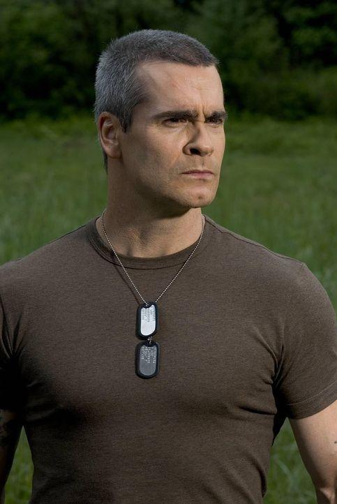 In den gefährlichen Bergen von West Virginia bläst der zum TV-Moderator gewendete Ex-Oberst Murphy (Henry Rollins) zur Survival-Show für abenteue...