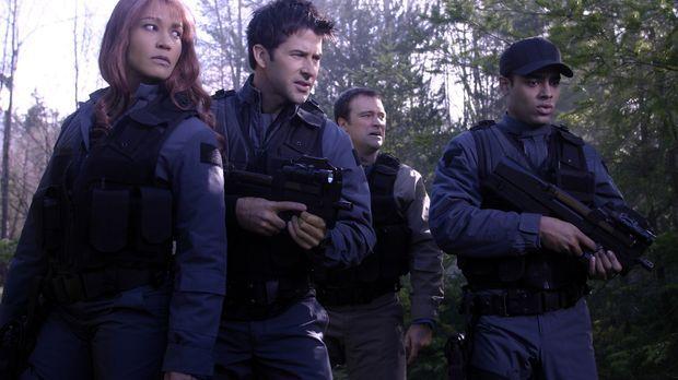 Noch glauben Teyla (Rachel Luttrell, l.) Major Sheppard (Joe Flanigan, 2.v.l....