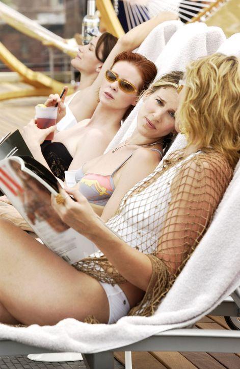 Dank Samantha (Kim Cattrall, r.) können sich Carrie (Sarah Jessica Parker, 2.v.r.), Charlotte (Kristin Davis, l.) und Miranda (Cynthia Nixon, 2.v.l... - Bildquelle: Paramount Pictures