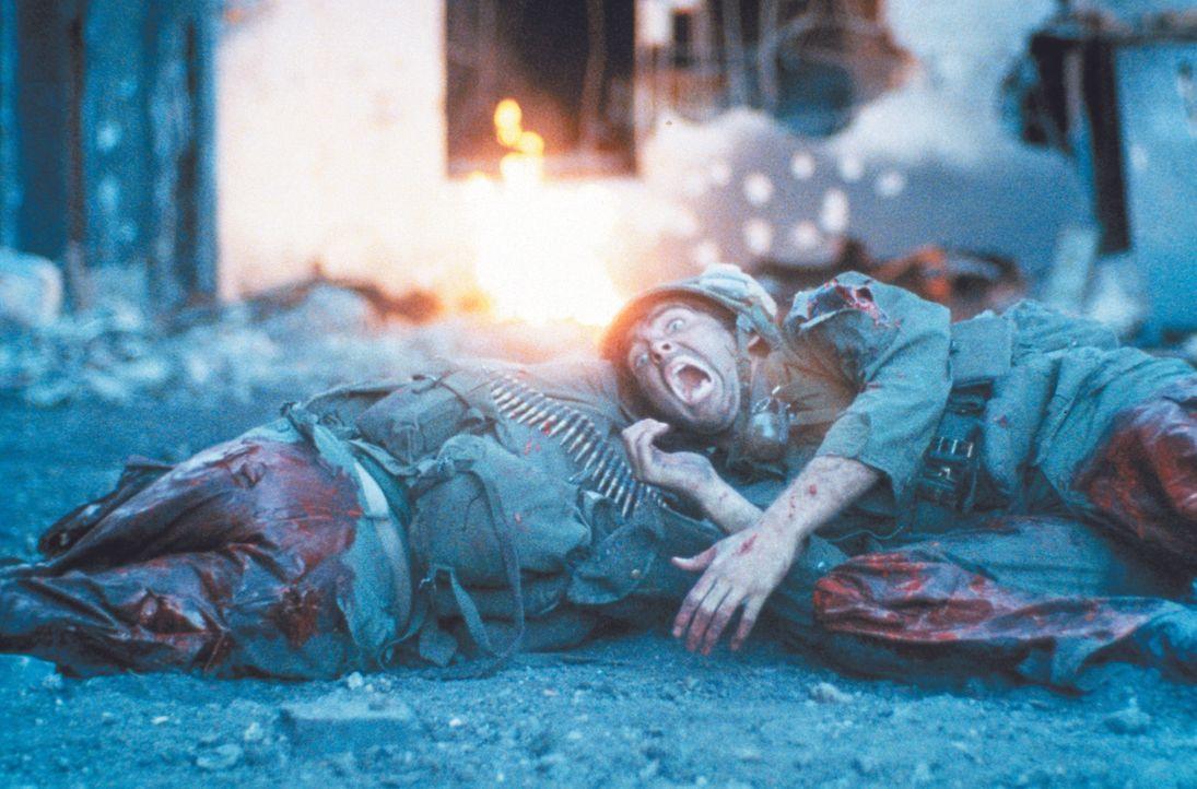 Schon lange geht es nicht mehr um das Ausführen eines Auftrags - im apokalyptischen Inferno des Vietnam-Krieges geht es nur noch um das nackte Überl... - Bildquelle: Warner Bros.