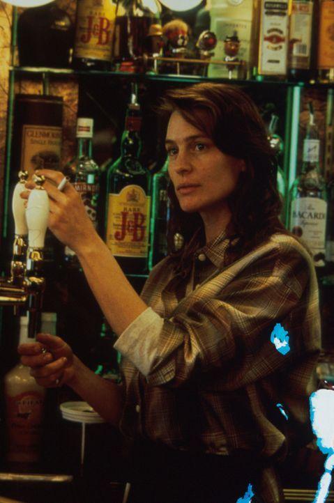 Lori (Robin Wright Penn) ist misstrauisch. Ahnt sie, dass ihre Tochter in Lebensgefahr schwebt? - Bildquelle: Warner Bros.