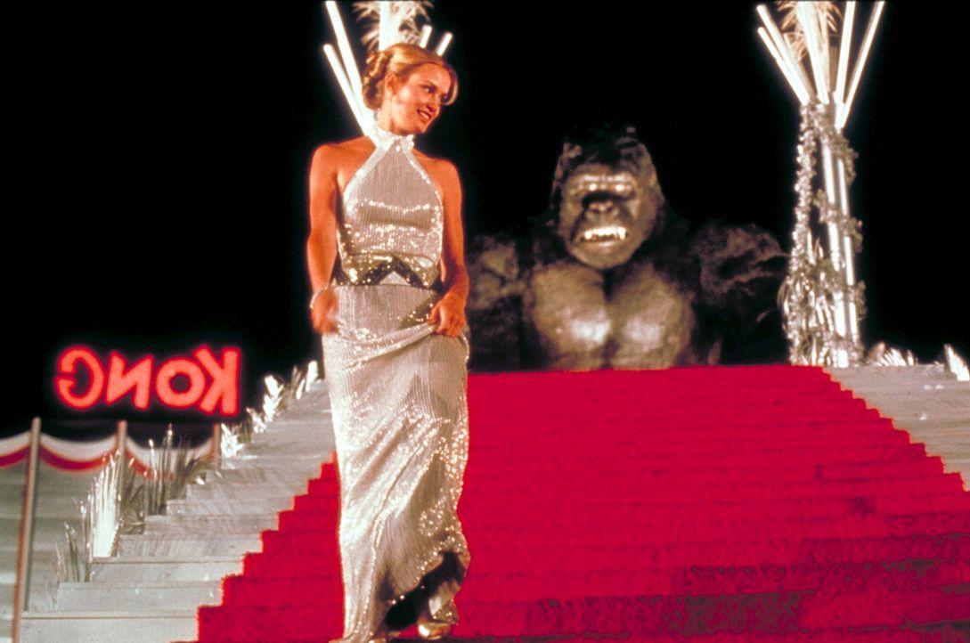 King Kong wird von dem skrupellosen Expeditionsleiter eingefangen, der das Tier nach New York bringen will, um es dort als sensationelles Ausstellun... - Bildquelle: Paramount Pictures