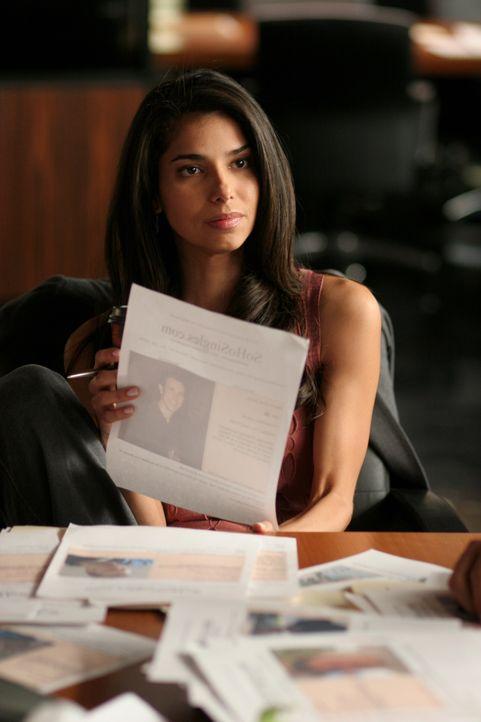 Als Elena (Roselyn Sanchez) ein  Bild von Wendy im Internet entdeckt, gibt es eine erste heiße Spur ... - Bildquelle: Warner Bros. Entertainment Inc.