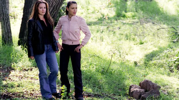 Auf der Suche nach den Waldnymphen: Piper (Holly Marie Combs, l.) und Phoebe...