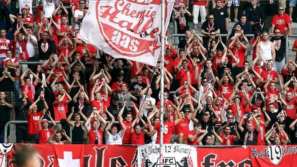 Hallescher FC muss Strafe von 5700 Euro zahlen - Bildquelle: FIROFIROSID