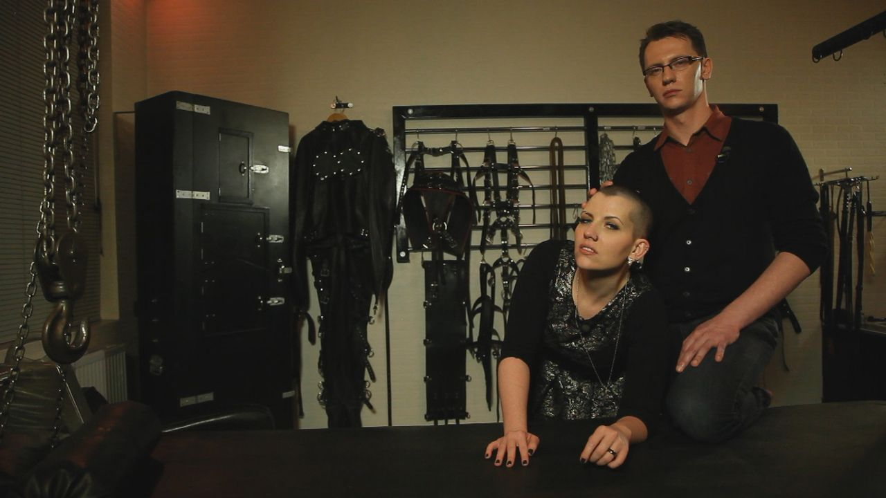 """Der Bestseller """"Fifty Shades of Grey"""" hat das Thema BDSM massiv in den Vordergrund gerückt und """"salonfähig"""" gemacht. Auch Bibi (l.) und Olliver (r.)... - Bildquelle: sixx"""