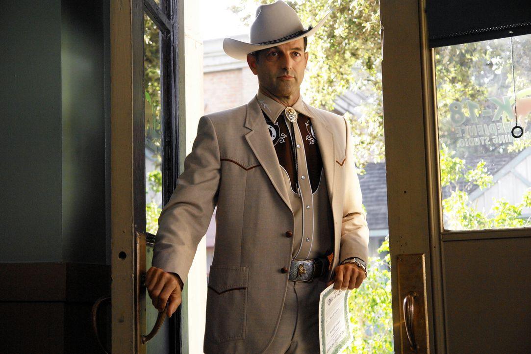 Harold Hundin (Joel McHale) sorgt für Aufregung, denn er ist gleich mit vier Frauen verheiratet. Doch welche ist für seinen Tod verantwortlich? - Bildquelle: Warner Brothers