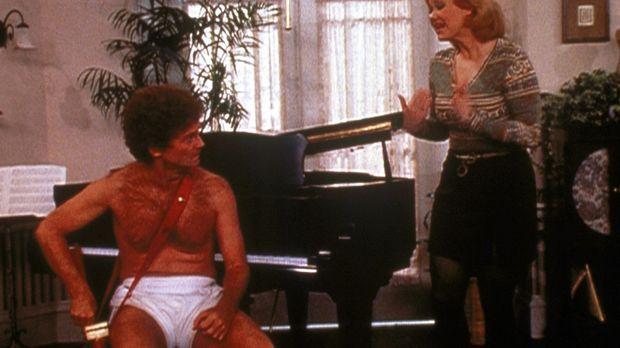 Hilda (Caroline Rhea, r.) versucht mit Amors (Patrick O'Brien, l.) Hilfe, Mr....