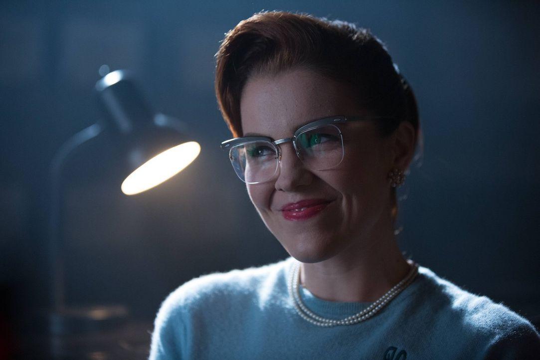 Die Beziehung zwischen Edward Nygma und Kristin Kringle (Chelsea Spack) erreicht die nächste Ebene, während Gordon jagt nach einem Polizistenkiller... - Bildquelle: Warner Brothers