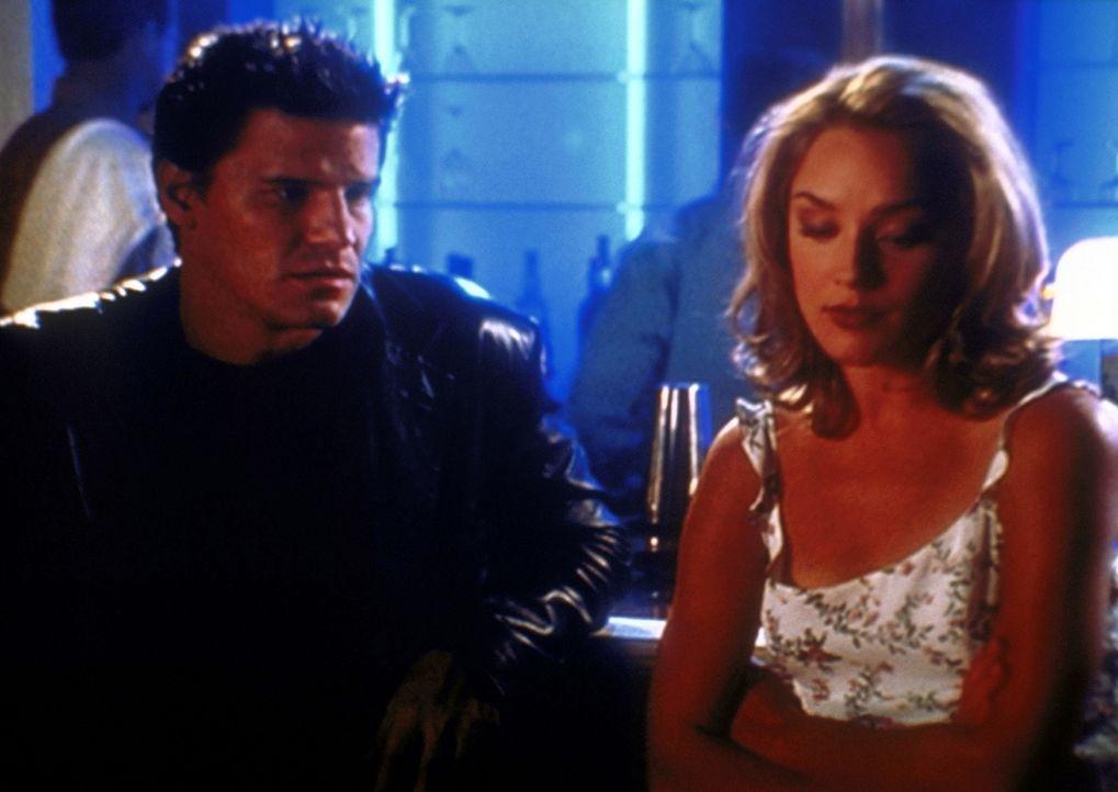Kate (Elisabeth Röhm, r.) hat Interesse an Angel (David Boreanaz, l.), das dieser aber offensichtlich nicht erwidert. - Bildquelle: TM +   2000 Twentieth Century Fox Film Corporation. All Rights Reserved.