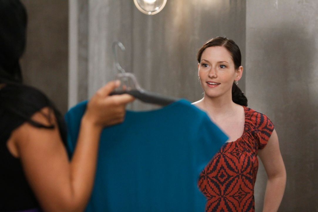 Lexie (Chyler Leigh, r.) hilft Mark bei seinem Umzug in seine neue Wohnung. Zu ihrer Überraschung muss sie feststellen, dass Callie (Sara Ramirez, l... - Bildquelle: Touchstone Television