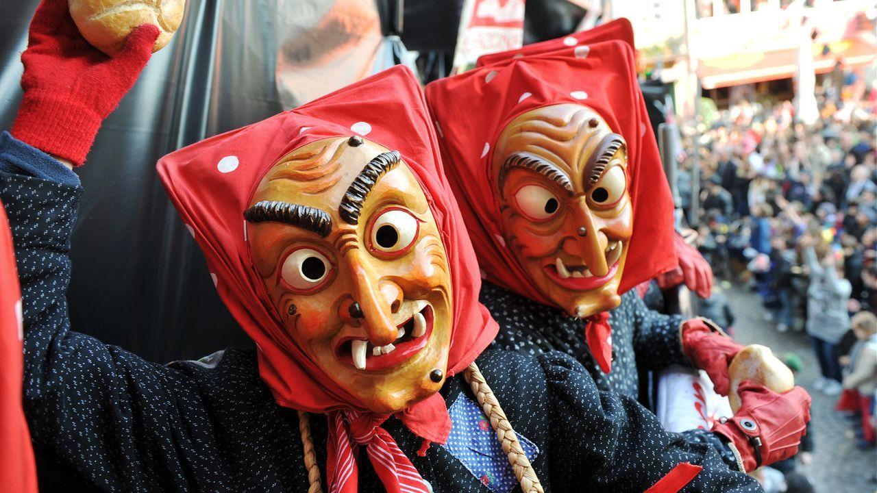 karneval-fasching-hexen-maske-11-03-08-dpa