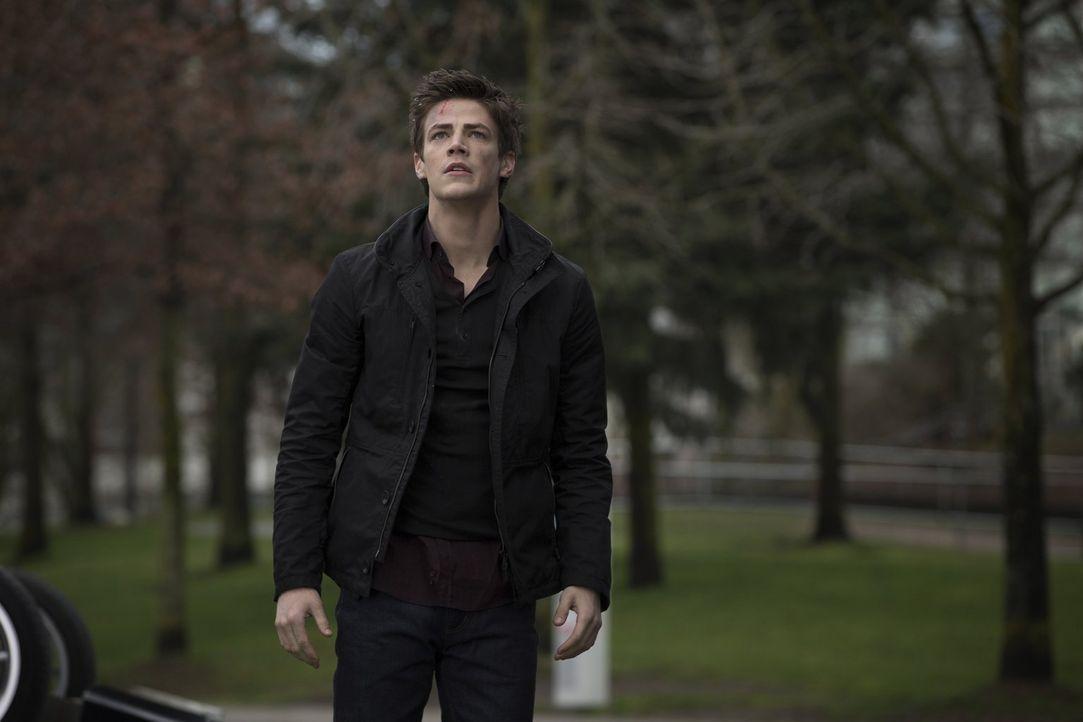 Als der intelligente Wissenschaftler Barry Allen (Grant Gustin) nach einem Unfall in den STAR Labs aus dem Koma erwacht, ist er plötzlich mit Superk... - Bildquelle: Warner Brothers.