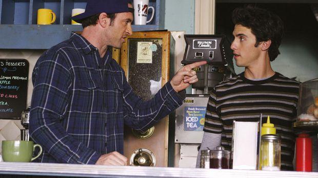 Luke (Scott Patterson, l.) möchte dem leiblichen Vater von Jess (Milo Ventimi...