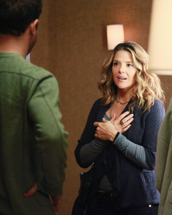 Erica (A.J. Langer, r.) hat eine schockierende Information für Cooper (Paul Adelstein, l.) ... - Bildquelle: ABC Studios