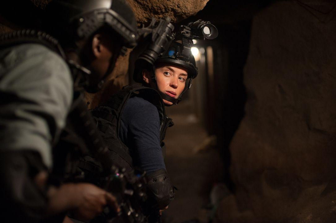 Bereit zum Töten: Kate (Emily Blunt) weiß, dass sie auf der Jagd nach dem Drogenboss Diaz knallhart sein muss ... - Bildquelle: Richard Foreman 2015 Studiocanal GmbH