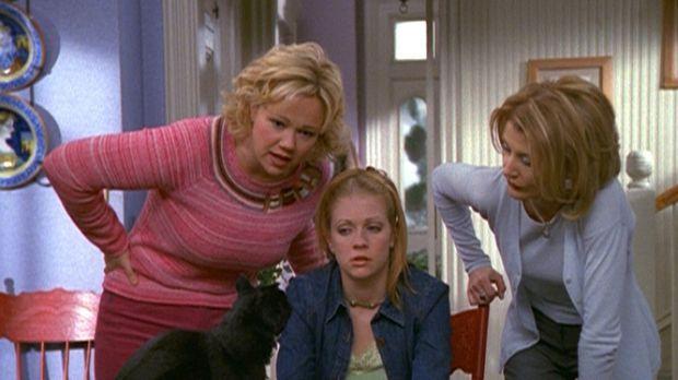 Hilda (Caroline Rhea, l.) und Zelda (Beth Broderick, r.) wollen herausfinden,...