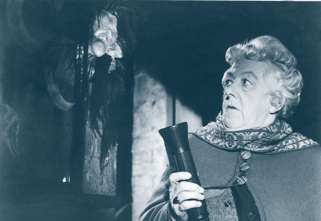 Hobbydetektivin Miss Marple (Margaret Rutherford) entdeckt bei ihrem neusten Fall so einige Kuriositäten. Anscheinend hat der Verdächtigte einen geh... - Bildquelle: Warner Brothers