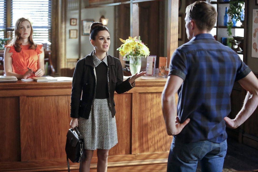 Plötzlich findet sich Zoe (Rachel Bilson, M.) in einer sehr unangenehmen Situation wieder. Als Wade (Wilson Bethel, r.) sie zur Rede stellt, kann ni... - Bildquelle: Warner Brothers