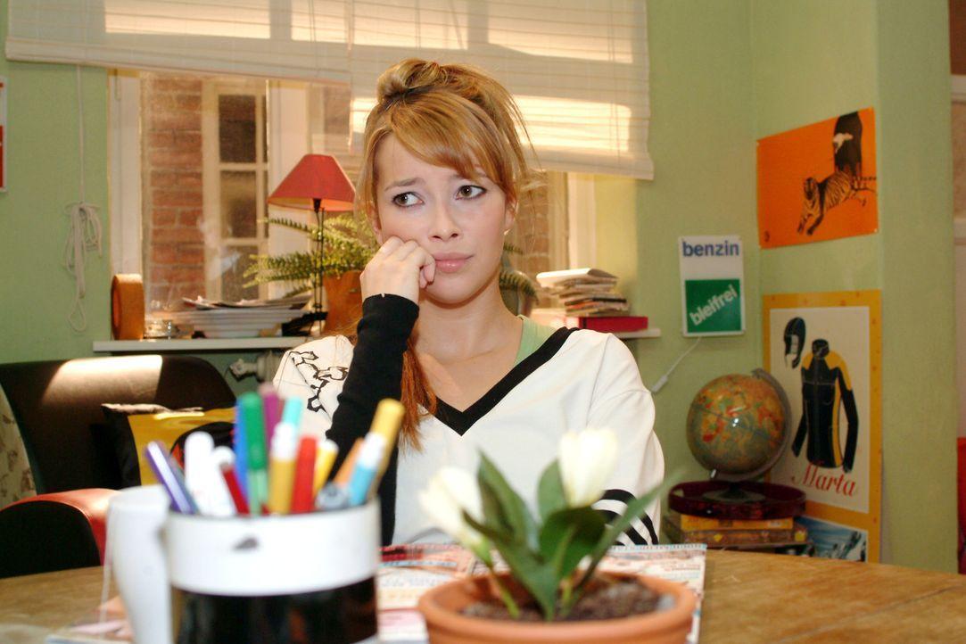 Nachdem sie Timo spontan geküsst hat, fühlt sich Hannah (Laura Osswald) einsamer denn je...
