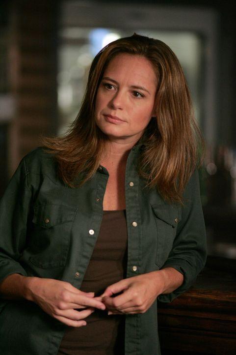 Ellen (Samantha Ferris) hinterlässt auf der Mailbox von John eine Nachricht, die seine Söhne schließlich zu ihr führt ... - Bildquelle: Warner Bros. Television