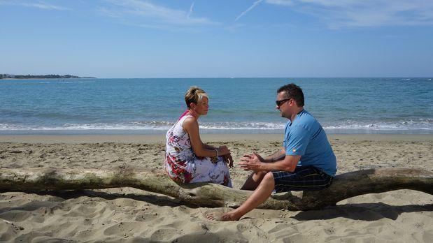 Roger (r.) und Tracey (l.) suchen nach einer Ferienvilla in der Dominikanisch...