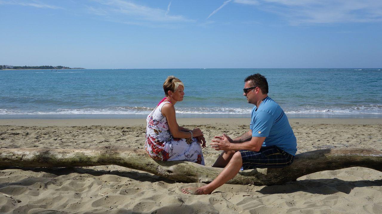 Roger (r.) und Tracey (l.) suchen nach einer Ferienvilla in der Dominikanischen Republik. Sicherheit, viele Schlafzimmer und Strandzugang sind der F... - Bildquelle: 2014, HGTV/Scripps Networks, LLC. All Rights Reserved.