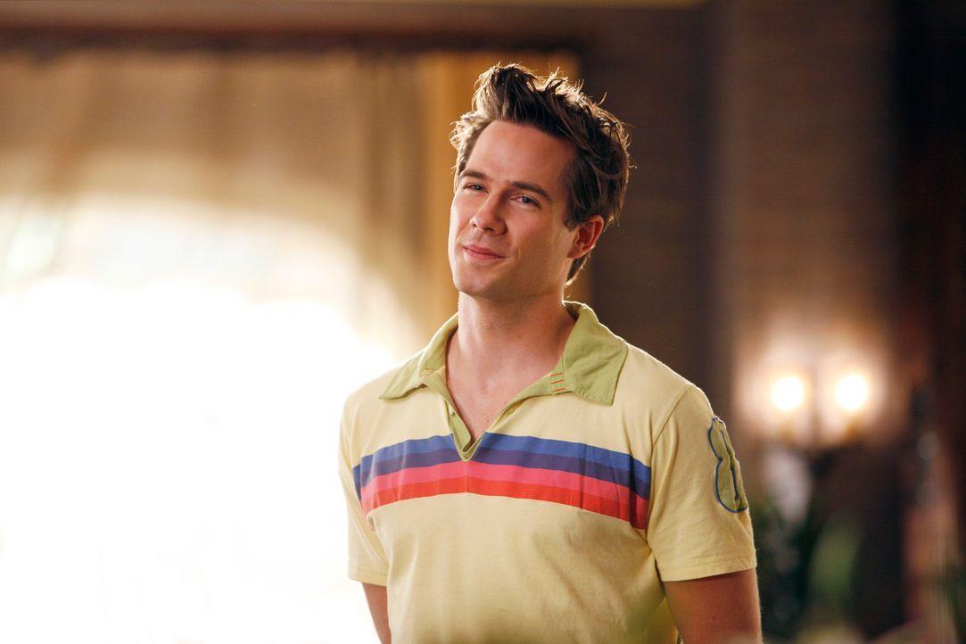 Gast der Poolparty bei den Walkers: Scotty Wandell (Luke MacFarlane) ... - Bildquelle: Disney - ABC International Television