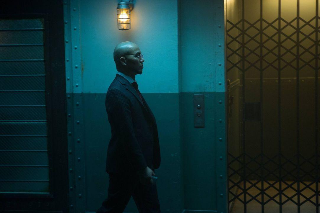 Der Leiter der Psychiatrie in Arkham, Dr. Hugo Strange (B.D. Wong), führt nichts Gutes im Schilde ... - Bildquelle: Warner Brothers