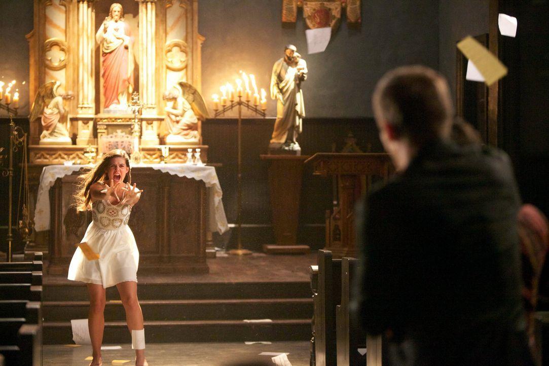 Davina lässt die Fetzen fliegen - Bildquelle: Warner Bros. Entertainment Inc.