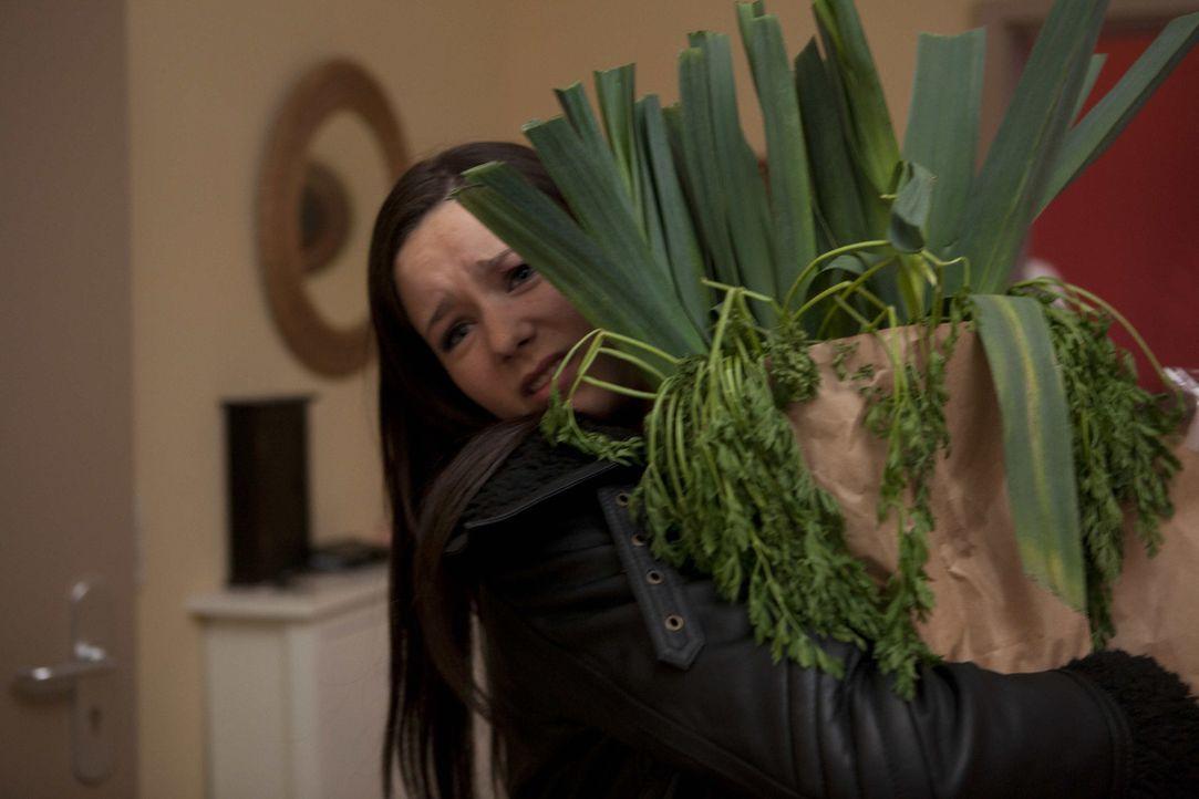 Luzi (Selina Müller) fällt der private Umgang mit Michael schwer ... - Bildquelle: SAT.1
