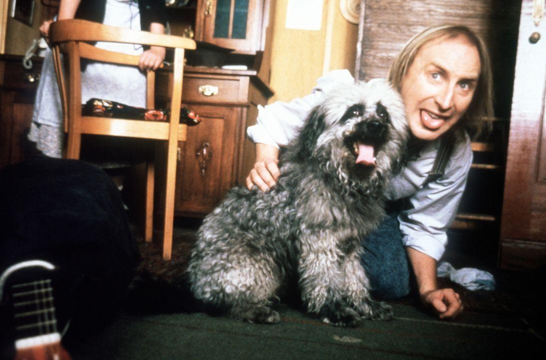 Braver Otto (Otto Waalkes) und guter Hund ... - Bildquelle: Rialto Film