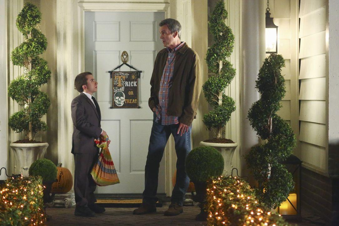 Brick (Atticus Shaffer, l.); Mike (Neil Flynn, r.) - Bildquelle: Warner Brothers