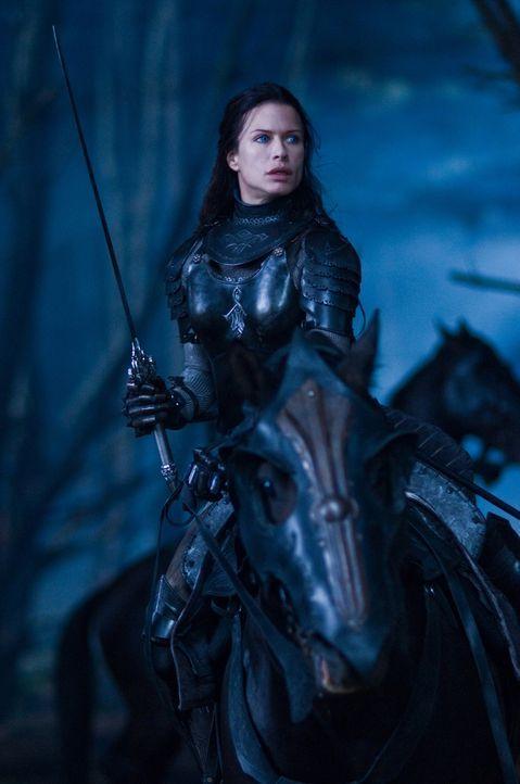 Die schöne und kriegerische Vampirin Sonja (Rhona Mitra) versucht heimlich die Rebellion der Werwölfe zu unterstützen ... - Bildquelle: 2009 Lakeshore Entertainment Group LLC. All Rights Reserved.