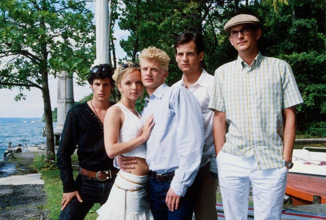 Seitdem Lukas (Andreas Guenther, M.) in München studiert, scheint er seinem Ziel erheblich näher zu kommen: coole Freunde (Torben Liebrecht, 2.v.r.,... - Bildquelle: Erika Hauri ProSieben