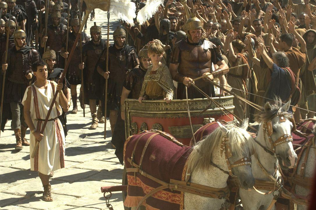 Im Jahre 476. Kaum ist der 12-jährige Romulus Augustus (Thomas Sangster, M.) als Kaiser gekrönt geworden, da wird auch schon Rom von den Goten ein... - Bildquelle: TOBIS Filmkunst GmbH & Co. Verleih KG