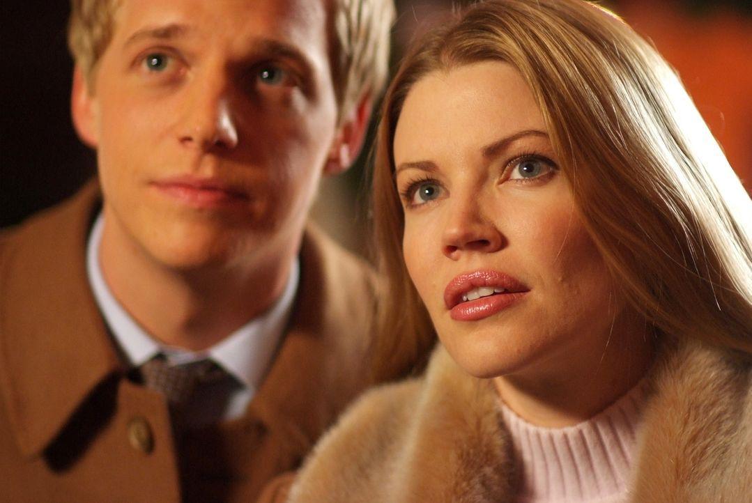 Selbst ihre Flitterwochen stehen unter keinem guten Stern: Prinz Edvard (Luke Mably, l.) und Prinzessin Paige von Dänemark (Kam Henskin, r.) ... - Bildquelle: Nu Image Films