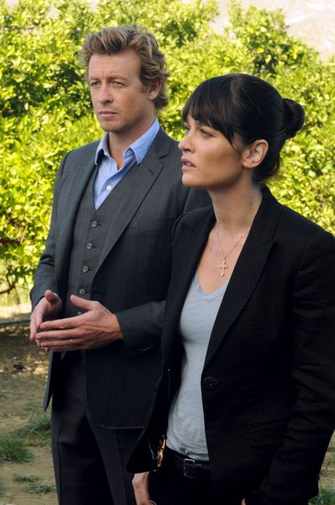 Ermitteln in einem neuen Fall: Teresa  (Robin Tunney, r.) und Patrick (Simon Baker, l.) ... - Bildquelle: Warner Bros. Television