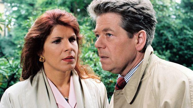 Dieter Stern (Dieter Okras, r.) sagt Marion (Claudia Wenzel, l.), dass er sic...